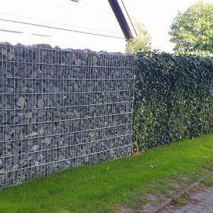 Fertighecke mit Steinmauer 2